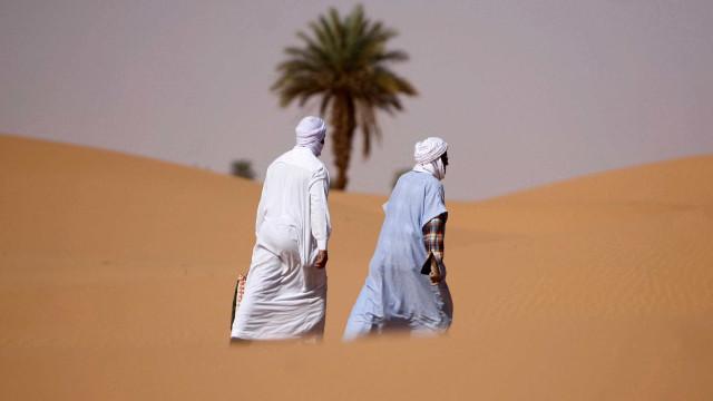 Frio atinge África e cobre o deserto do Saara com neve