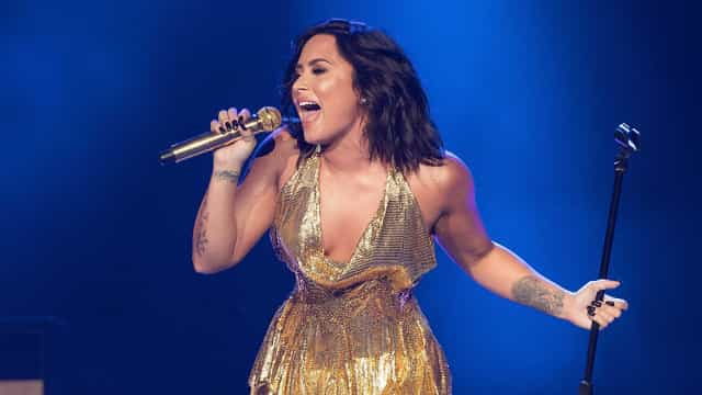 "Demi Lovato se revolta com polêmica da ""cura gay"" no Brasil"
