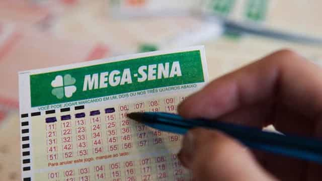 Mega-Sena acumula e prêmio pode chegar a R$ 77 milhões