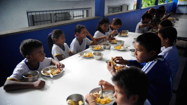 Escola de SP marca mão de alunos para evitar repetição de merenda