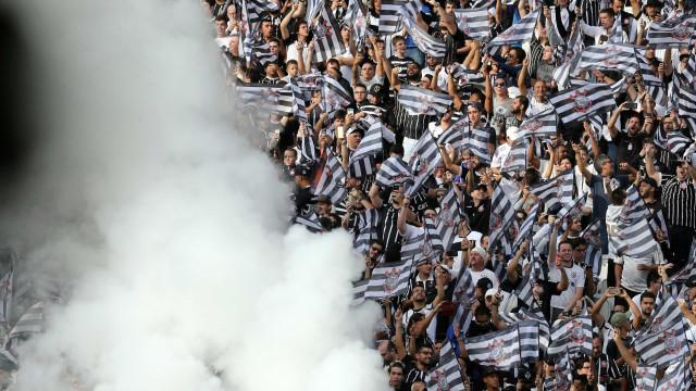 Corinthians planeja acordo por Carille e quer começar 2018 em setembro