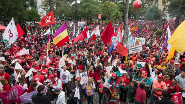 Manifestantes organizam ato em apoio a Lula no dia do depoimento a Moro