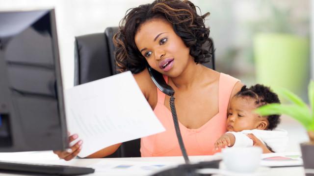 Pesquisa: metade das mulheres perde o emprego um ano após dar à luz