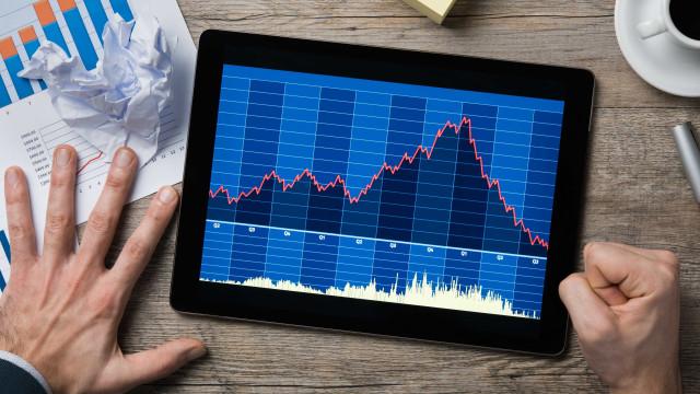 Bolsa atinge 81 mil pontos sob embalo do bom humor externo; dólar cai