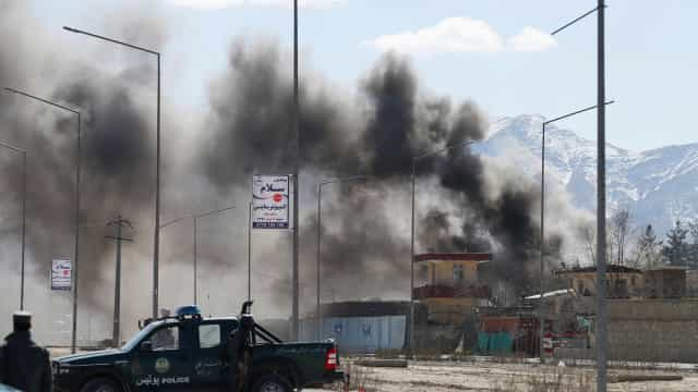 Noite sangrenta no Afeganistão: mais de 20 mortos em ataques suicidas
