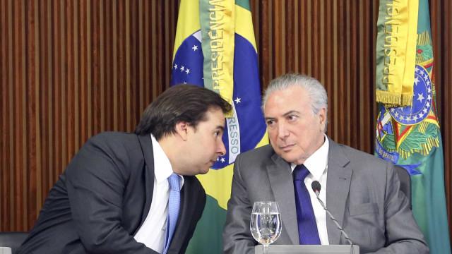 'Desde que resolva o Rio, ótimo', diz Maia sobre Temer ser candidato
