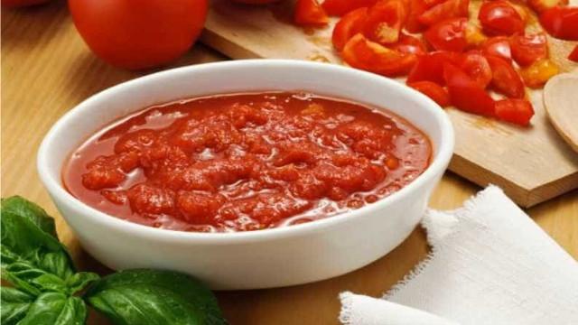 Aprenda a fazer molho de tomate caseiro e dê mais sabor a seus pratos