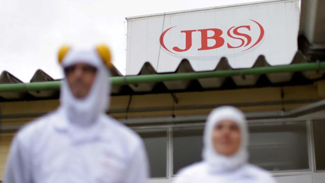 JBS suspende contrato com fornecedora após maus-tratos a porcos