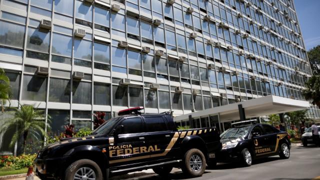Operação investiga fraude no abastecimento de carros da PF