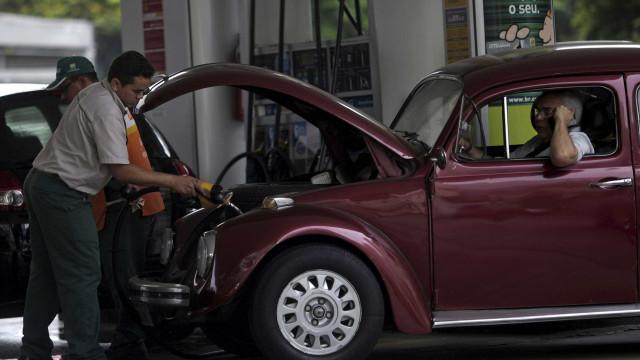 Consumidor enfrenta filas por gasolina mais barata no DF