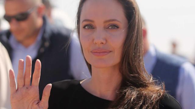 Boxeadora cazaque semelhante a Angelina Jolie faz sucesso no Instagram