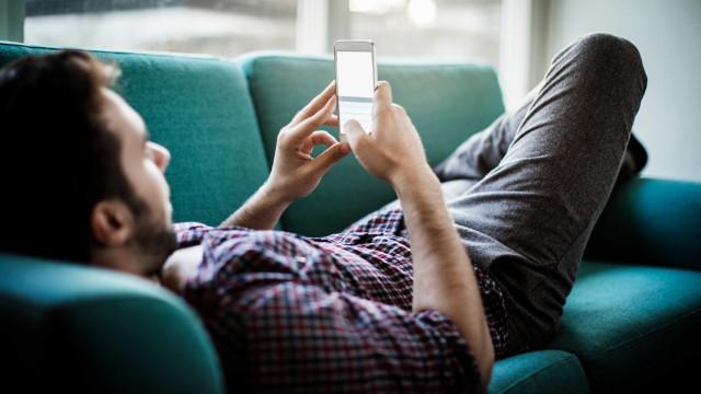 Acesso de celulares à internet ultrapassa 200 milhões