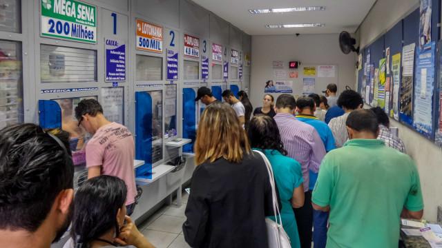 Apostas pagas para a loteria beneficiam a sociedade? Entenda