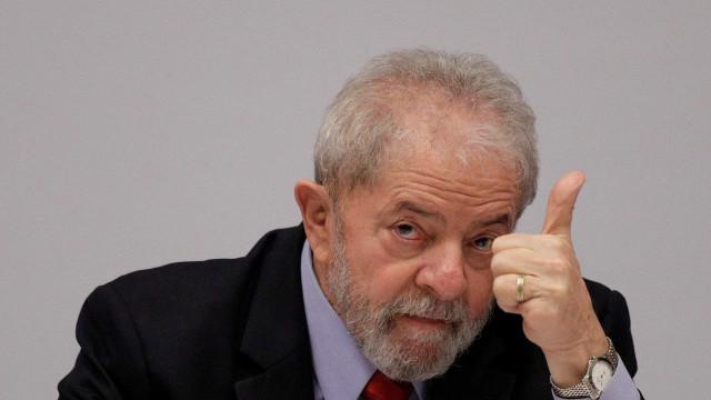 Cerca de 400 pessoas participam de ato em Copacabana contra Lula