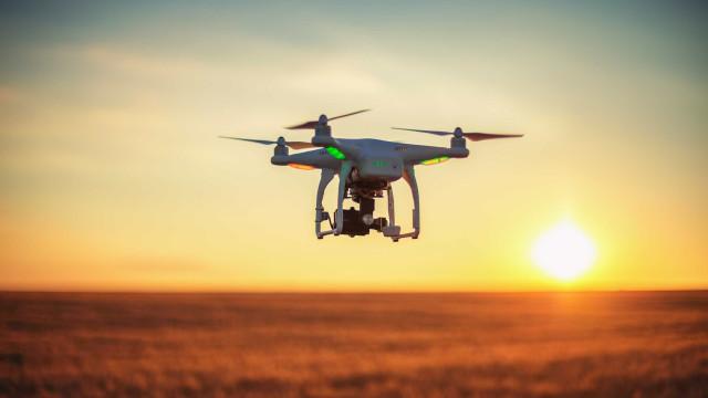 Drones e I.A. são usados para identificar lixo plástico nos oceanos
