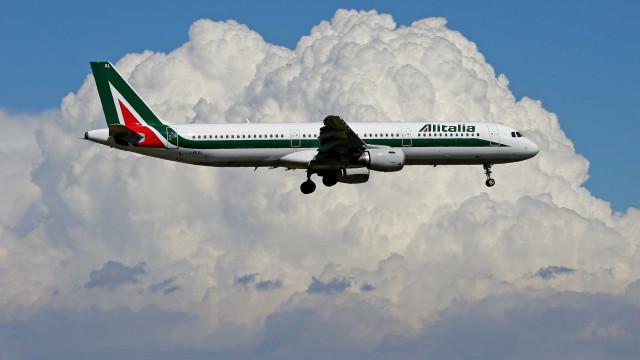 Lufthansa, Air France-EasyJet e Cerberus disputam Alitalia