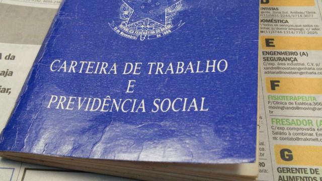 Grupo é acusado de cobrar por falso emprego no Rio