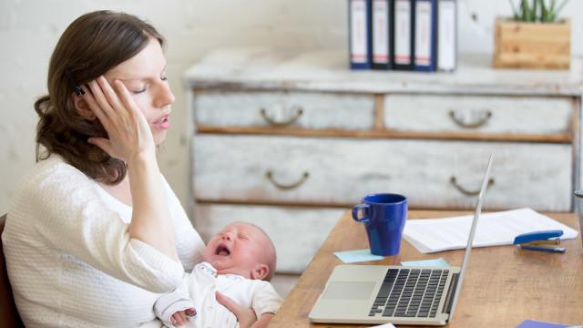 Dar à luz leva a mulher a envelhecer até 11 anos