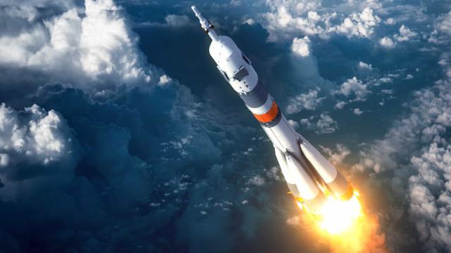 Alunos da Uerj fazem campanha para disputar competição de foguetes