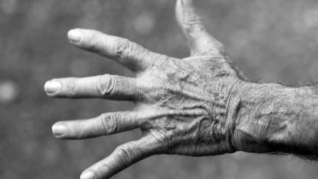 Idoso de 90 anos é preso por abusar de duas crianças em SP