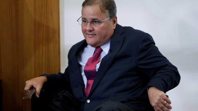 Polícia flagra pendrives e chocolates em celas de Geddel e Luiz Estevão