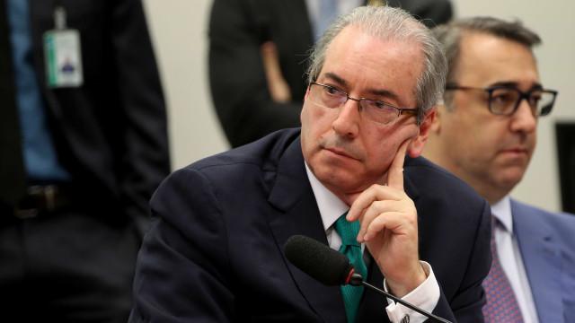 Escritor processa Eduardo Cunha e promete doar indenização