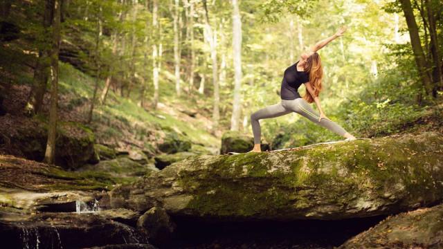6 boas razões para praticar yoga ao ar livre