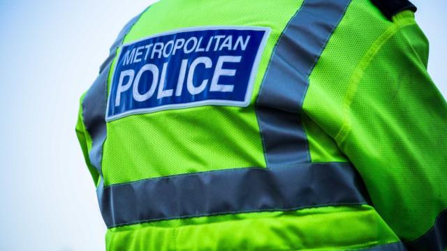 Homem atira dentro de restaurante em Londres; dois foram baleados