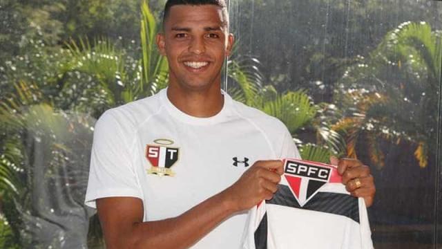 Aderllan anuncia saída do São Paulo e acerta com o Vitória