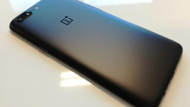 Próximo OnePlus pode 'se inspirar' no iPhone X