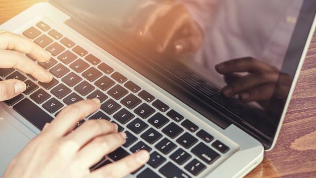 Nova geração de laptops promete 22 horas de bateria