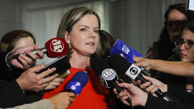 'A Justiça está politizada', diz Gleisi ao criticar decisão do TRF-4
