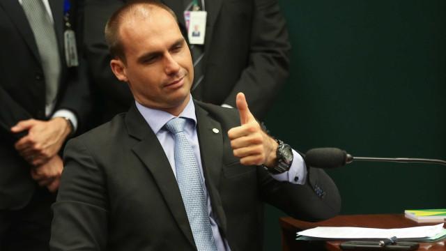 'Tinha que ter apanhado mais', diz Eduardo Bolsonaro a jornalista