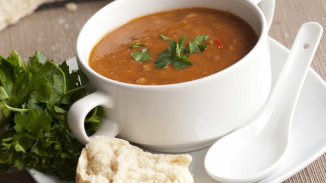 Para esquentar no inverno: Sopa Prática de Feijão