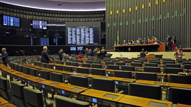 Sem quorum, conclusão da reforma política fica para semana que vem