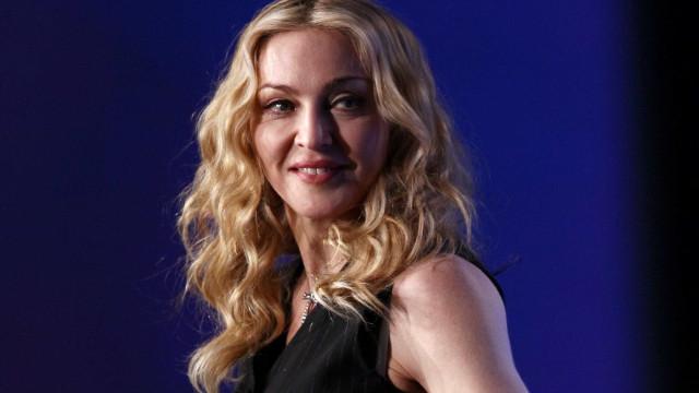 Madonna volta a agitar redes sociais com foto de topless