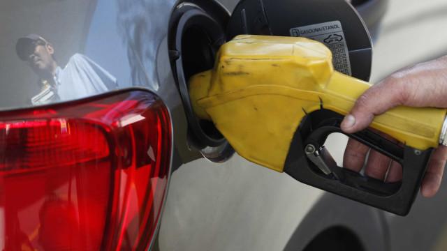 Gasolina recua em 18 Estados e no DF