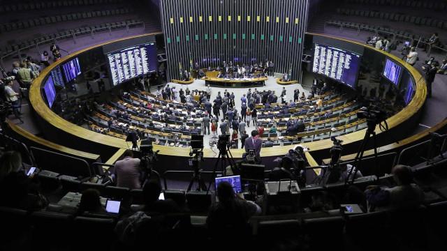Falta de acordo pode levar Câmara a 'enterrar' reforma política