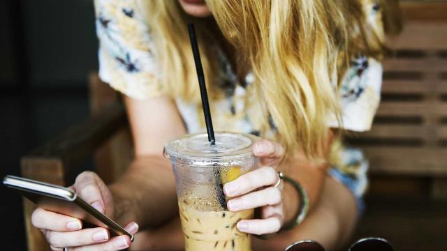 Vício em smartphones afeta a saúde cerebral dos jovens, diz estudo