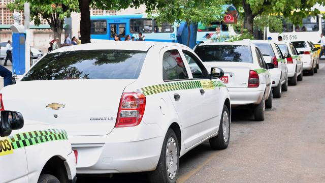 Suspeitos matam taxista e mandam vídeo do crime para família