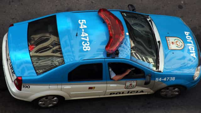Tiroteio deixa suspeito morto e PM ferido no Rio