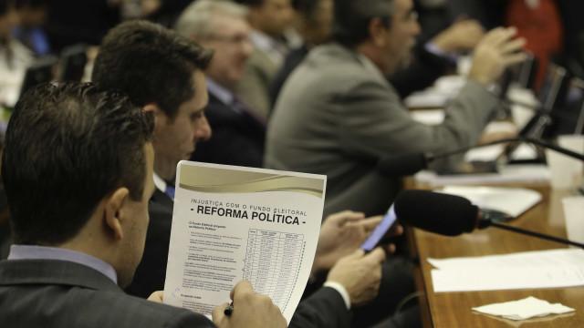 Câmara se mobiliza para aprovar projetos da reforma política