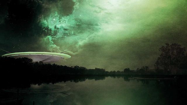 Objeto voador misterioso é filmado no céu na Inglatera