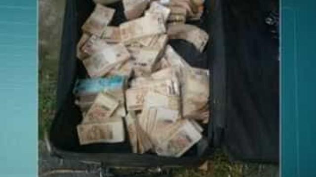 Polícia encontra mala cheia de dinheiro em casa de ex-prefeito preso