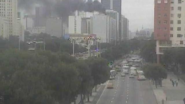 Incêndio atinge prédio da Embratel no centro do Rio
