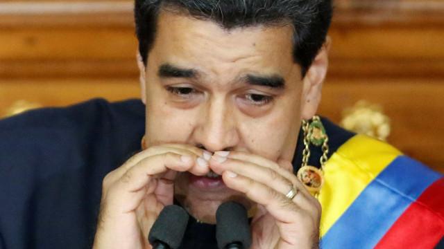 Maduro discursa na Constituinte e põe cargo 'à disposição'