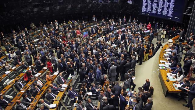 """Partidos da oposição formam frente para barrar """"distritão"""""""