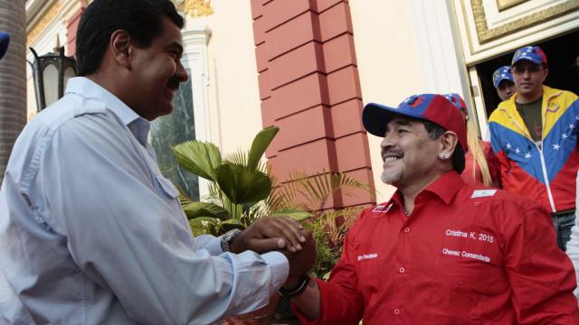 Em defesa a Maduro, Maradona briga com Mario Kempes no Twitter
