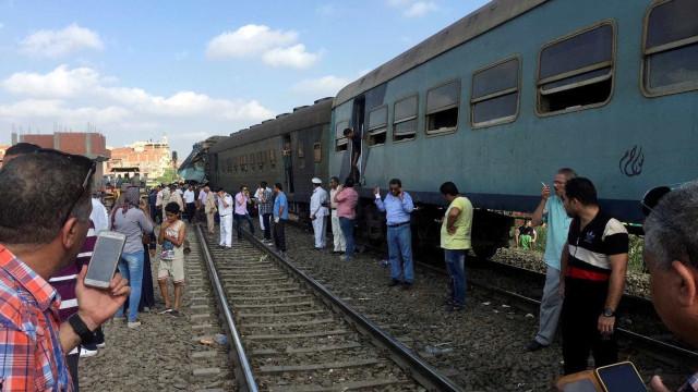 Colisão de trens no Egito deixa 36 mortos e mais de 120 feridos