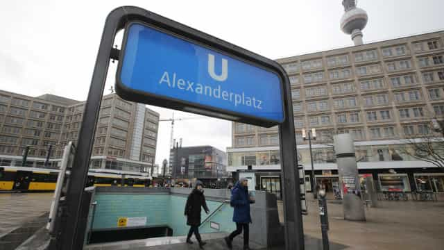 Artista brasileiro agredido em Berlim se recupera após cirurgia